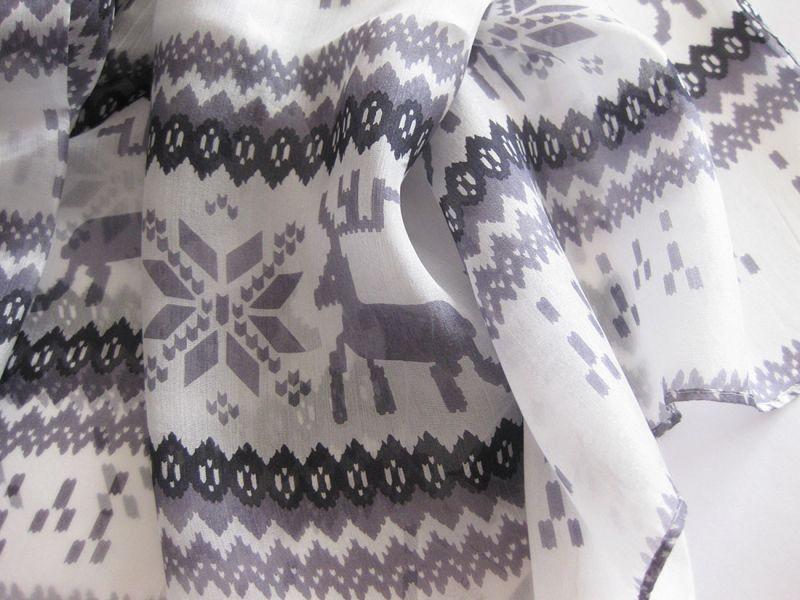 【薄手ストール】雪の結晶柄が涼しげ♪シルク100%大判ストール(紫外線対策 UV対策 日除け 冷房対策)                                    [171368597]